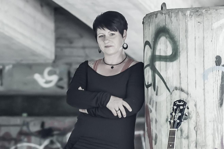 Sandra Dietze mit akustischer Livemusik